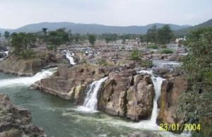 Kaveri flowing through the rocks