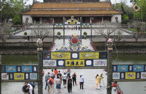 ​Ngo Mon Gate with the Thai Hoa palace(part of Purple Forbidden City) behind the gate with moat visible