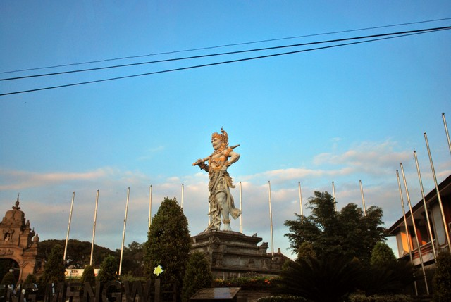 Statue of Bheema from Mahabaratha on the roadside
