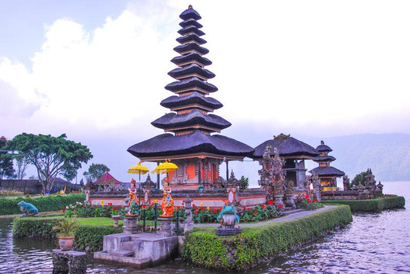 Temples on the Islets - Front - Telengin Segara temple with a 11 storey Pelinggih with Dewi Danu statues in the front, Rear - Pura Lingga Petak with 3 storey Pelinggih
