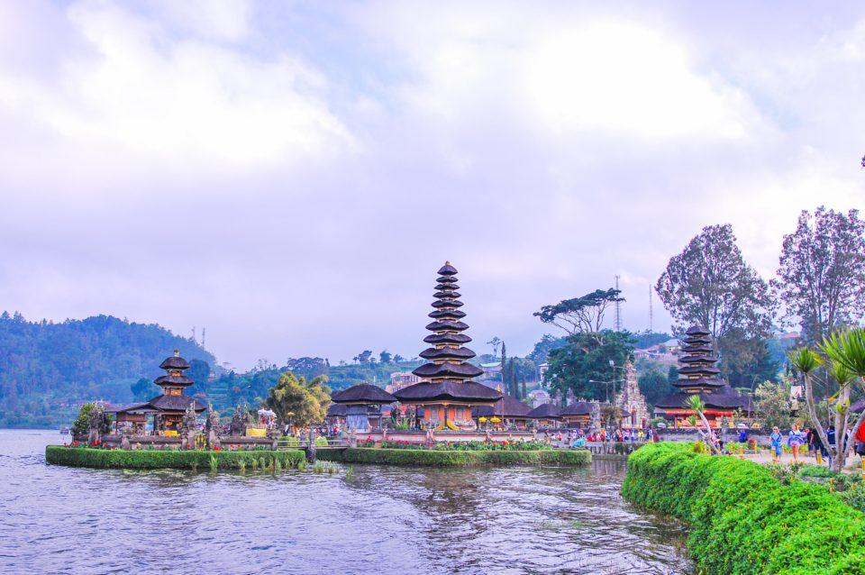 From Left to Right - on Islets - Pura Lingga Petak (Shiva) , Pura Telengin Segara (Dewi Danu); On Shore - Pura Dalem Purva (Durga), Pura Penataran Agung (Brahma)